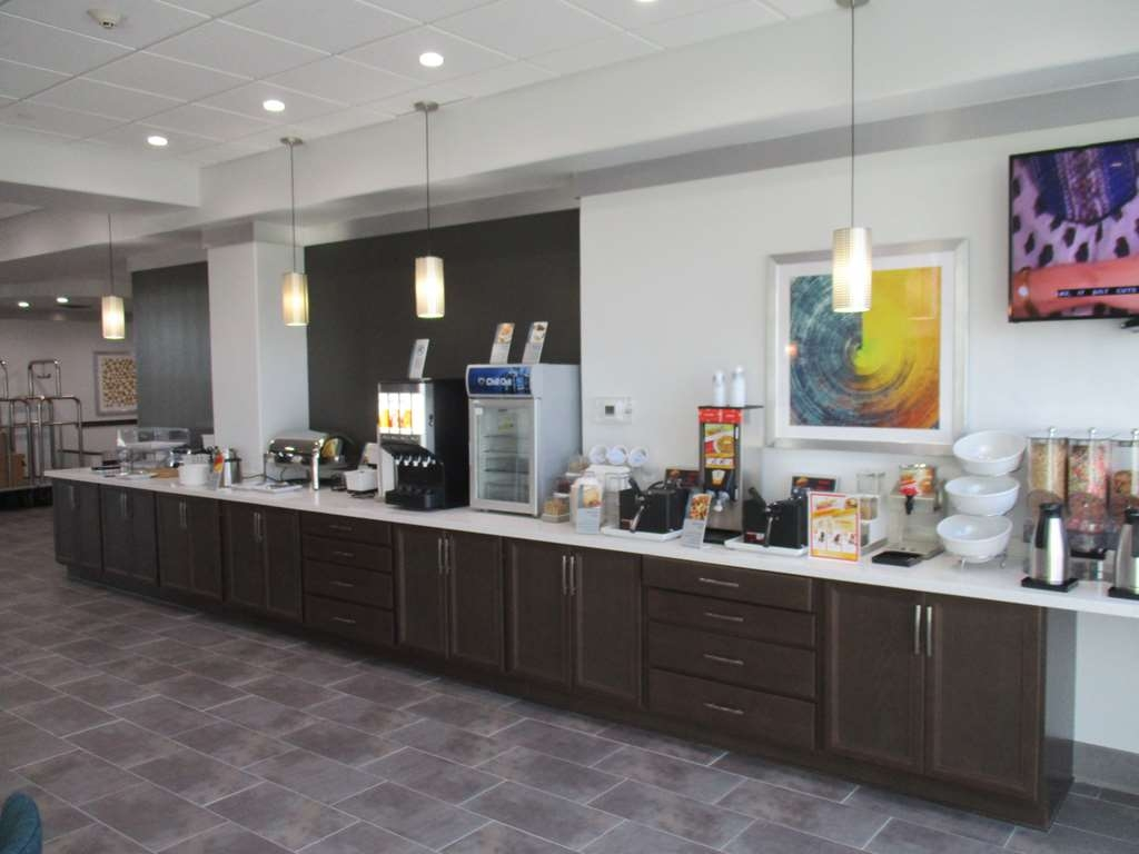 Best Western Plus Roland Inn & Suites - Breakfast Buffet