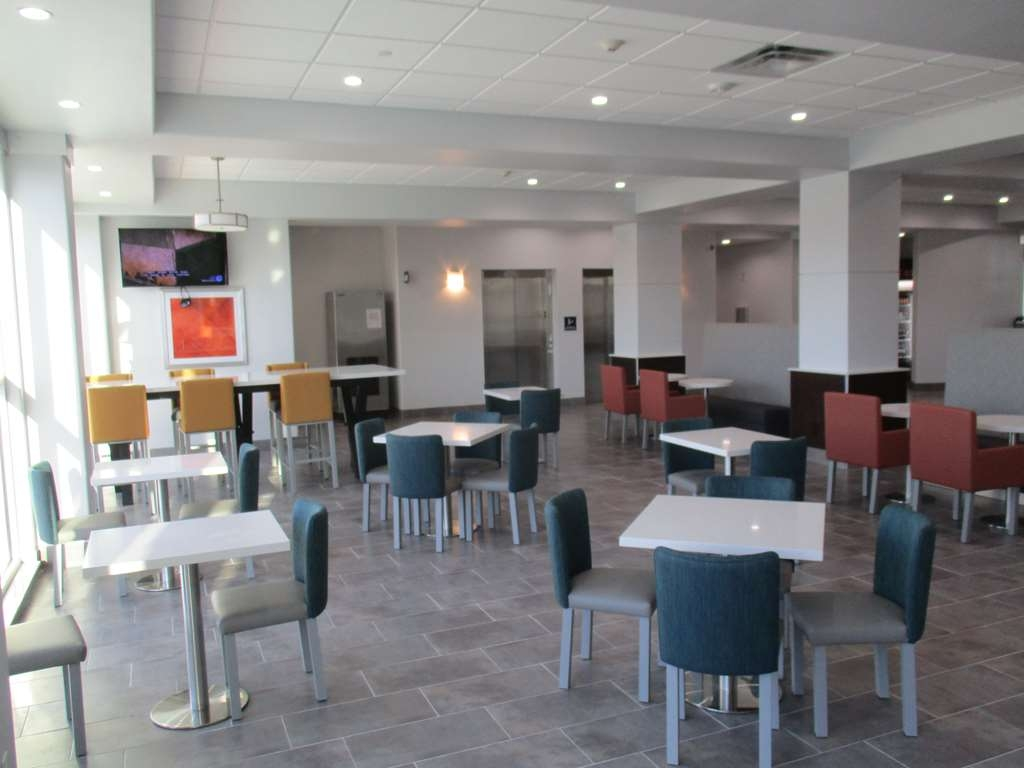 Best Western Plus Roland Inn & Suites - Breakfast Dining Area