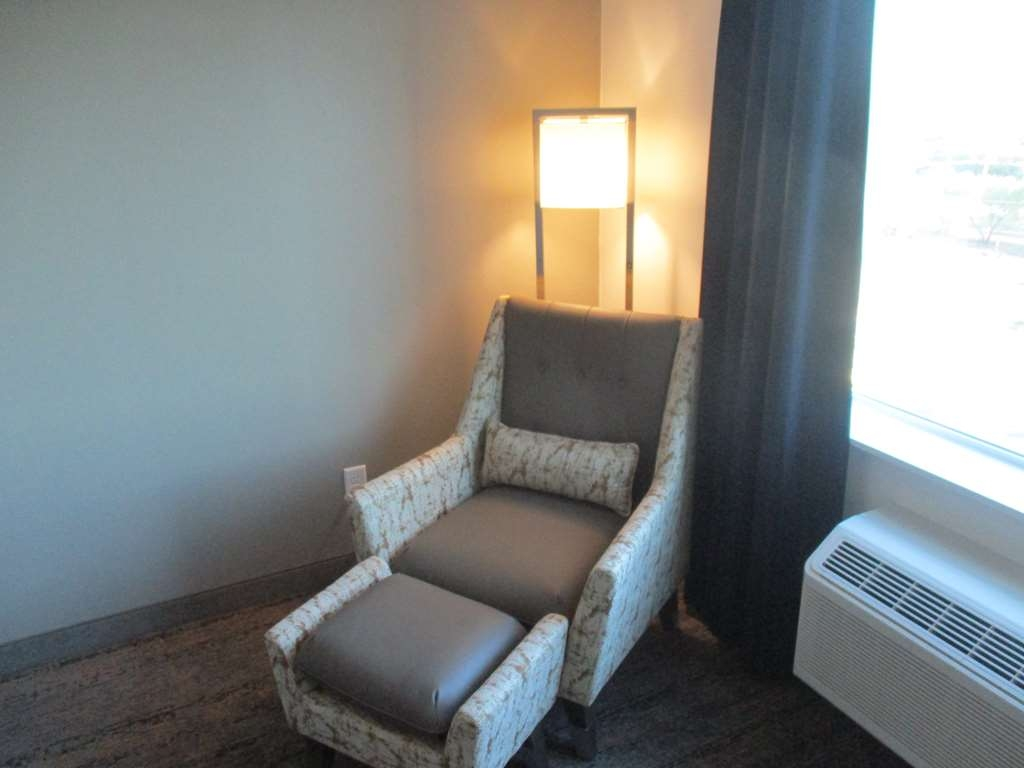 Best Western Plus Roland Inn & Suites - Double Queen Guest Room Sitting Area