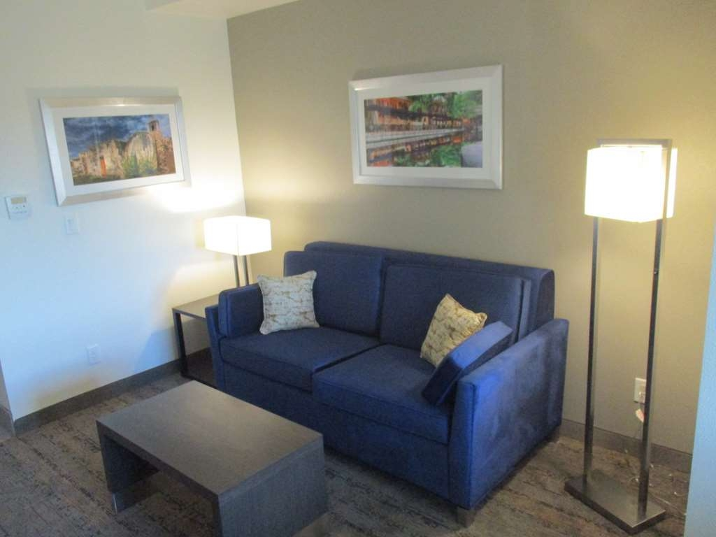 Best Western Plus Roland Inn & Suites - King Guest Suite Sitting Area