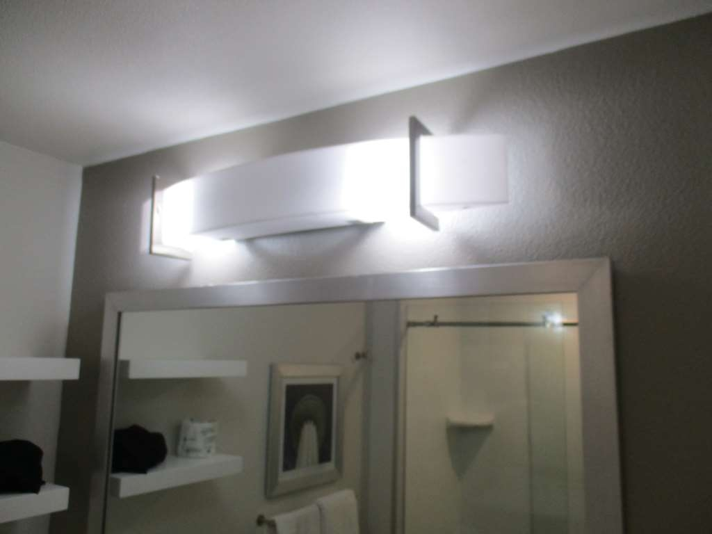 Best Western Plus Roland Inn & Suites - King Guest Suite Bathroom