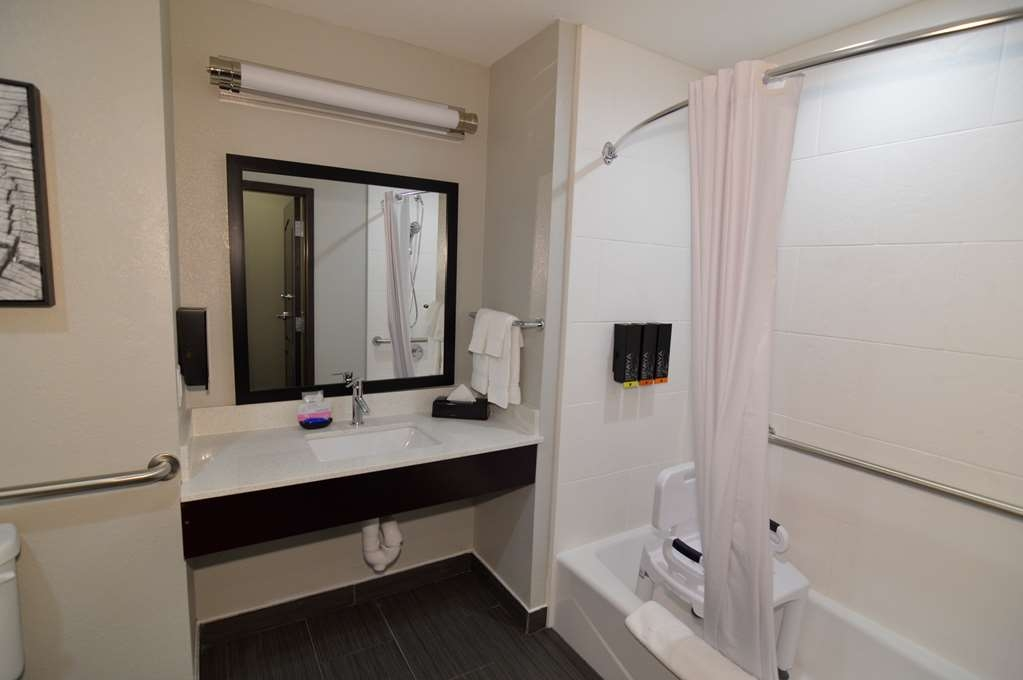 Best Western Plus Bay City Inn & Suites - Mobility Accessible King Suite Bathroom