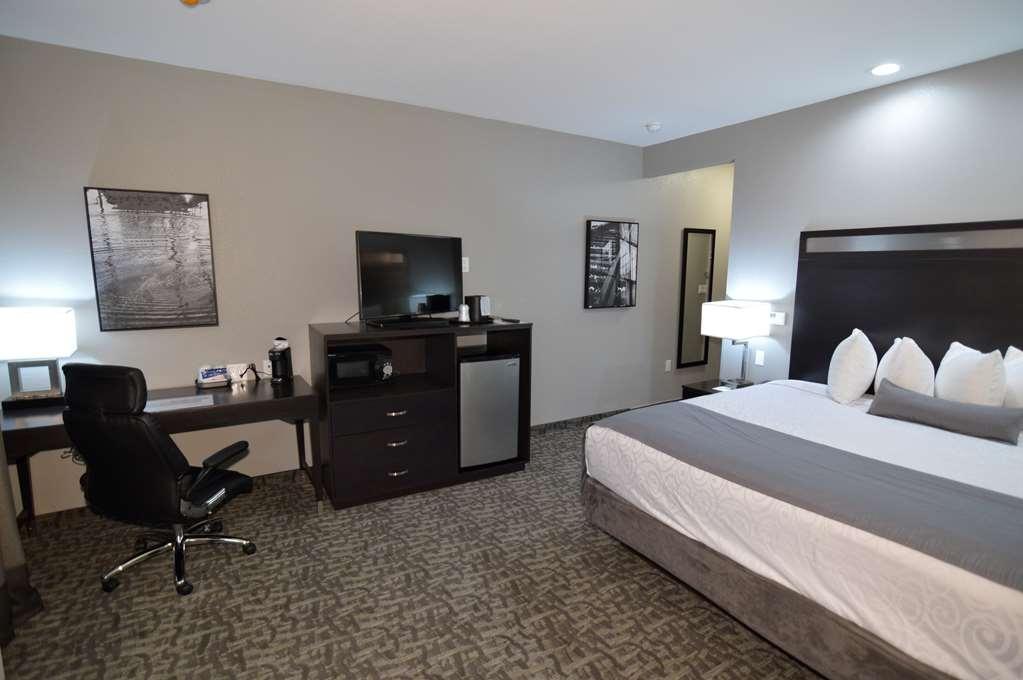 Best Western Plus Bay City Inn & Suites - Standard King Guest Room