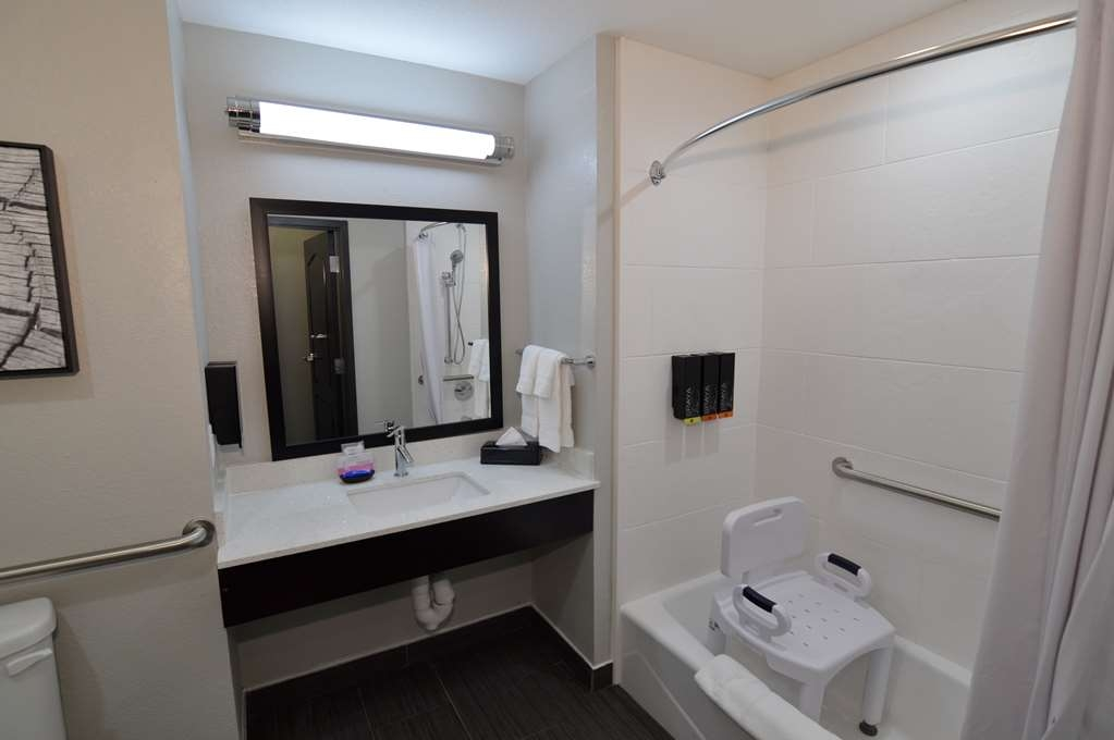 Best Western Plus Bay City Inn & Suites - Mobility Accessible Double Queen Suite Bathroom