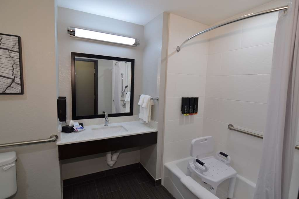 Best Western Plus Bay City Inn & Suites - Mobility Accessible Double Queen Bathroom