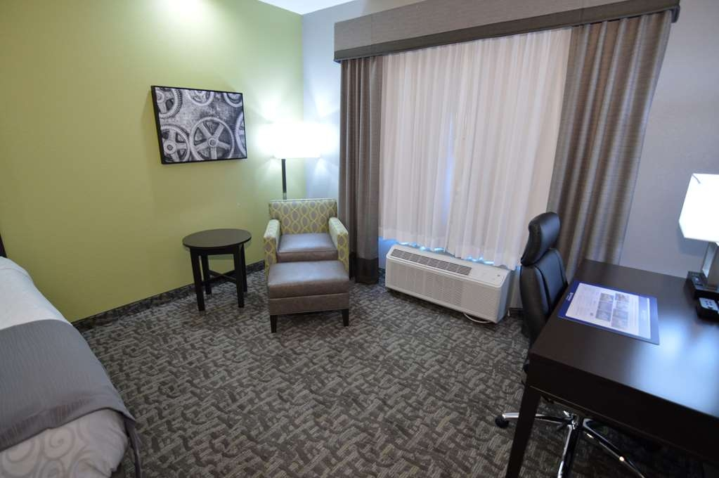 Best Western Plus Bay City Inn & Suites - Standard King Guest Room Sitting Area