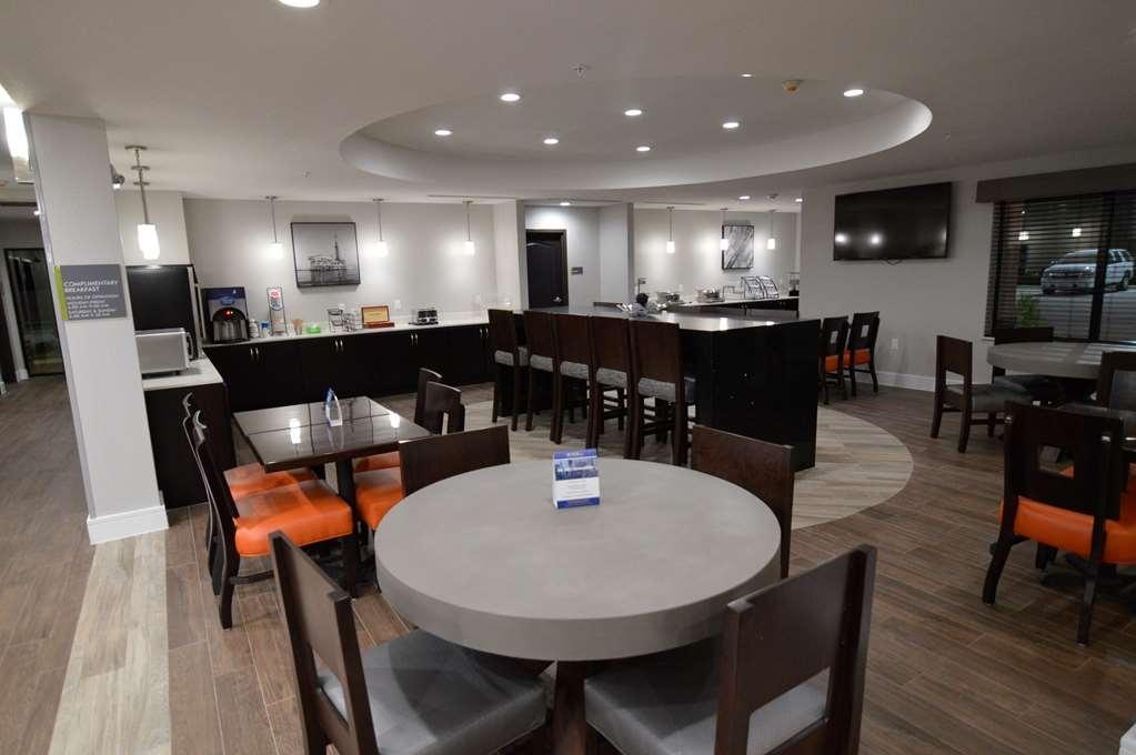 Best Western Plus Bay City Inn & Suites - Breakfast Buffet Dining Area