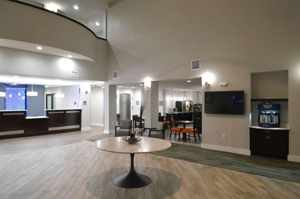 Best Western Plus Bay City Inn & Suites - Front Desk and Lobby