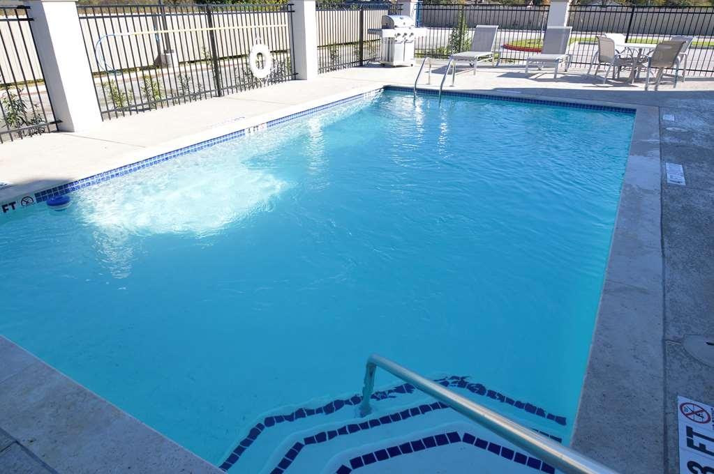 Best Western Plus Bay City Inn & Suites - Outdoor Pool