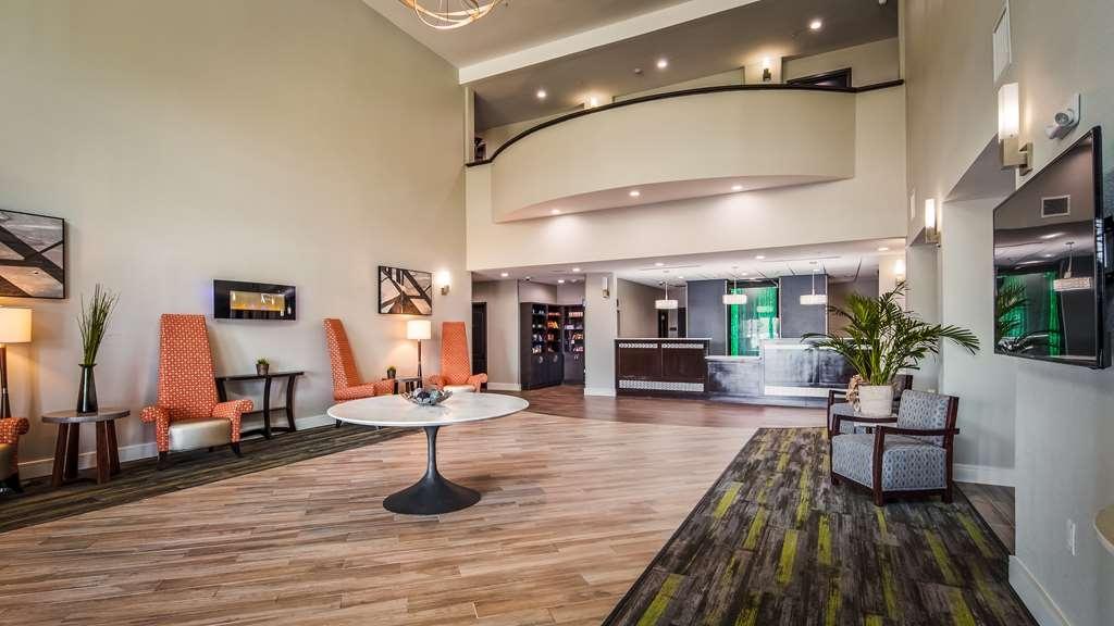 Best Western Plus Bay City Inn & Suites - Lobby