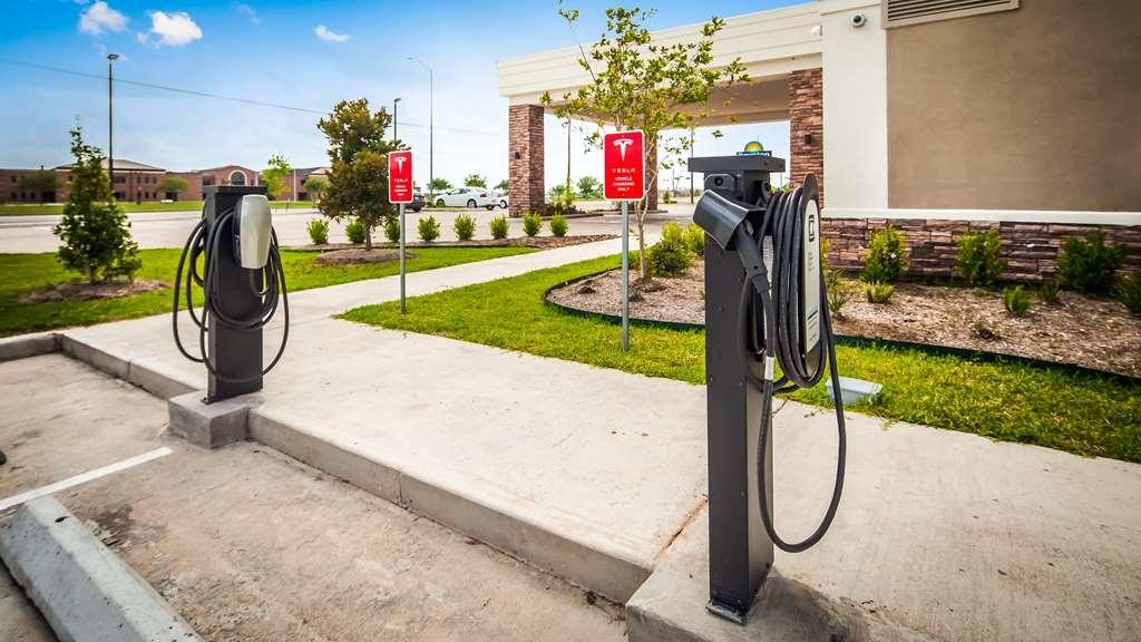 Best Western Plus Bay City Inn & Suites - Tesla Charging Station