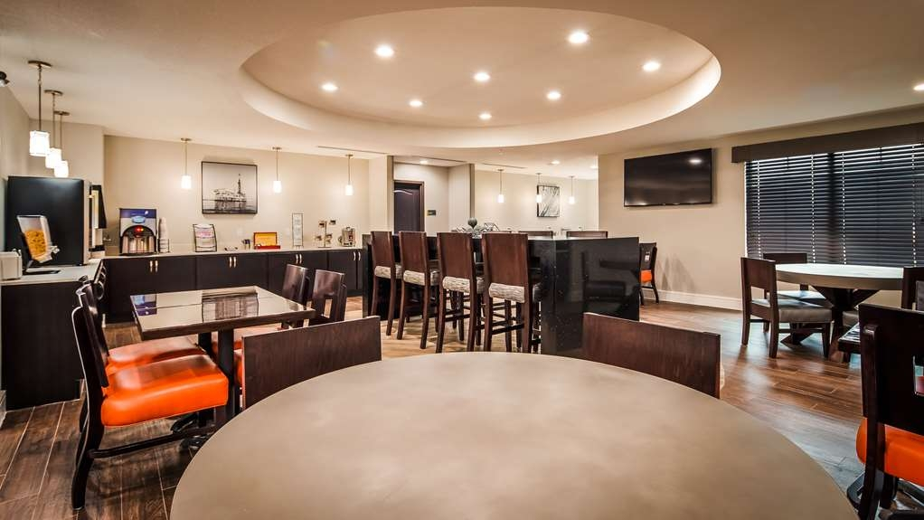 Best Western Plus Bay City Inn & Suites - Breakfast Area