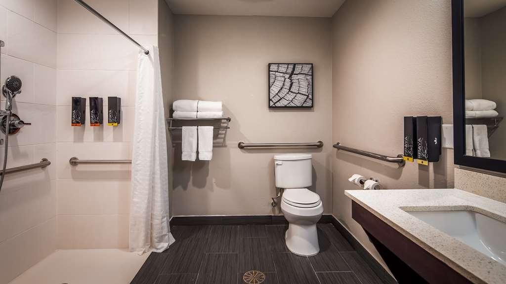 Best Western Plus Bay City Inn & Suites - Accessible Guest Bathroom