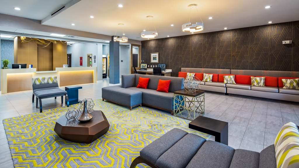 Best Western Plus Houston I-45 North Inn & Suites - Lobby & Sitting Area