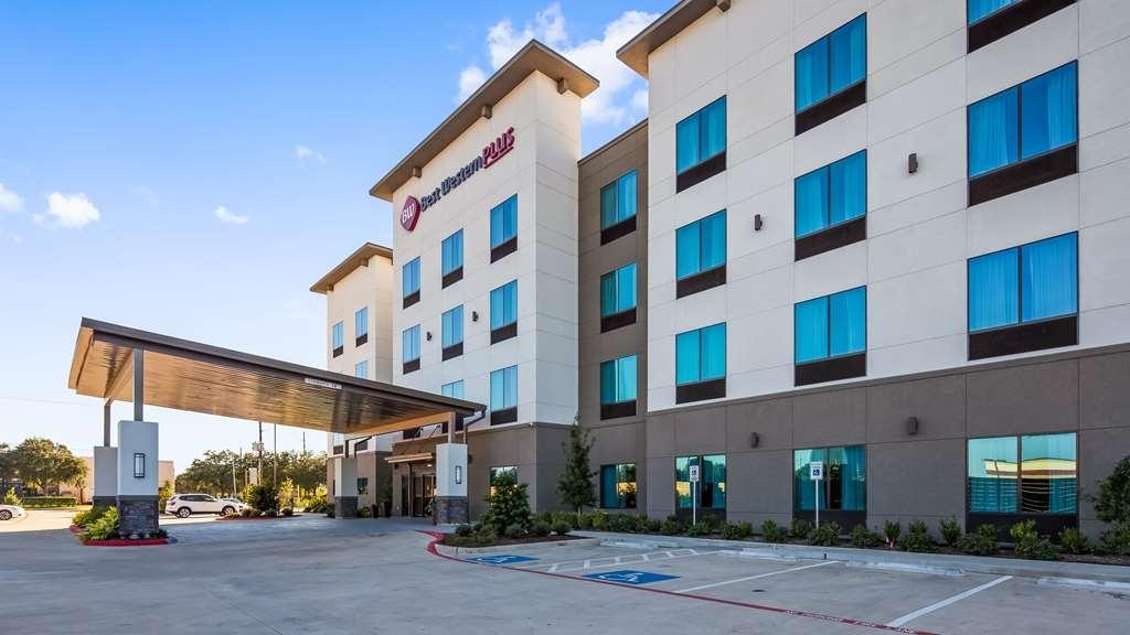 Best Western Plus Houston I-45 North Inn & Suites - Façade