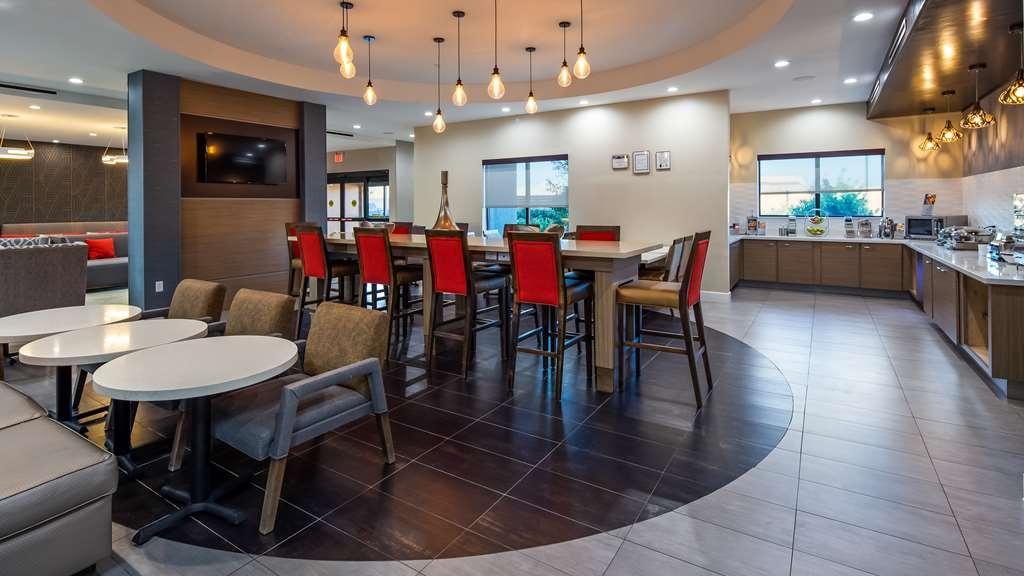 Best Western Plus Houston I-45 North Inn & Suites - Breakfast Area