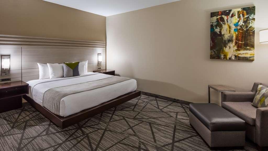 Best Western Plus Houston I-45 North Inn & Suites - King Guest Room