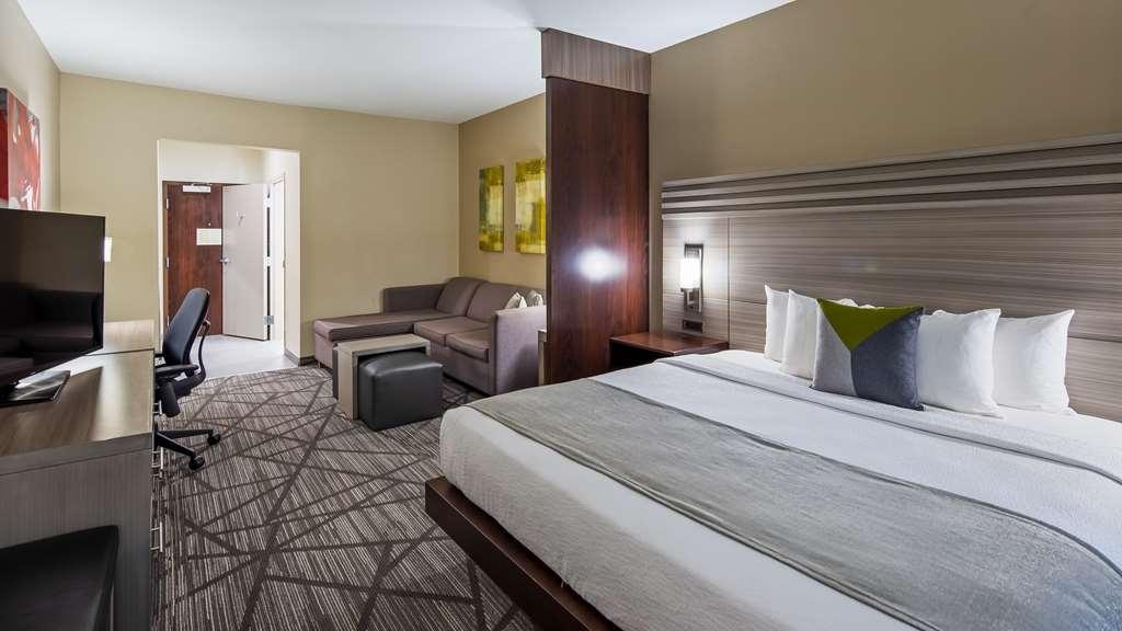 Best Western Plus Houston I-45 North Inn & Suites - King Suite