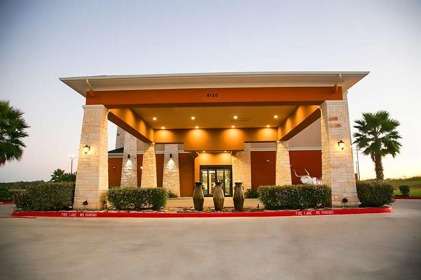 Best Western Plus Longhorn Inn & Suites - Begin your stay in Luling at the Best Western Plus Longhorn Inn and Suites and enjoy an unforgettable visit.