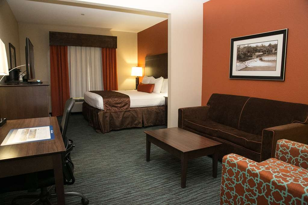 Best Western Plus Longhorn Inn & Suites - Suite