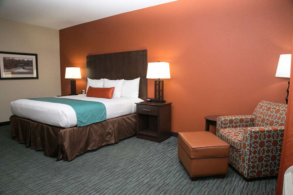 Best Western Plus Longhorn Inn & Suites - Make yourself at home in our King Room.