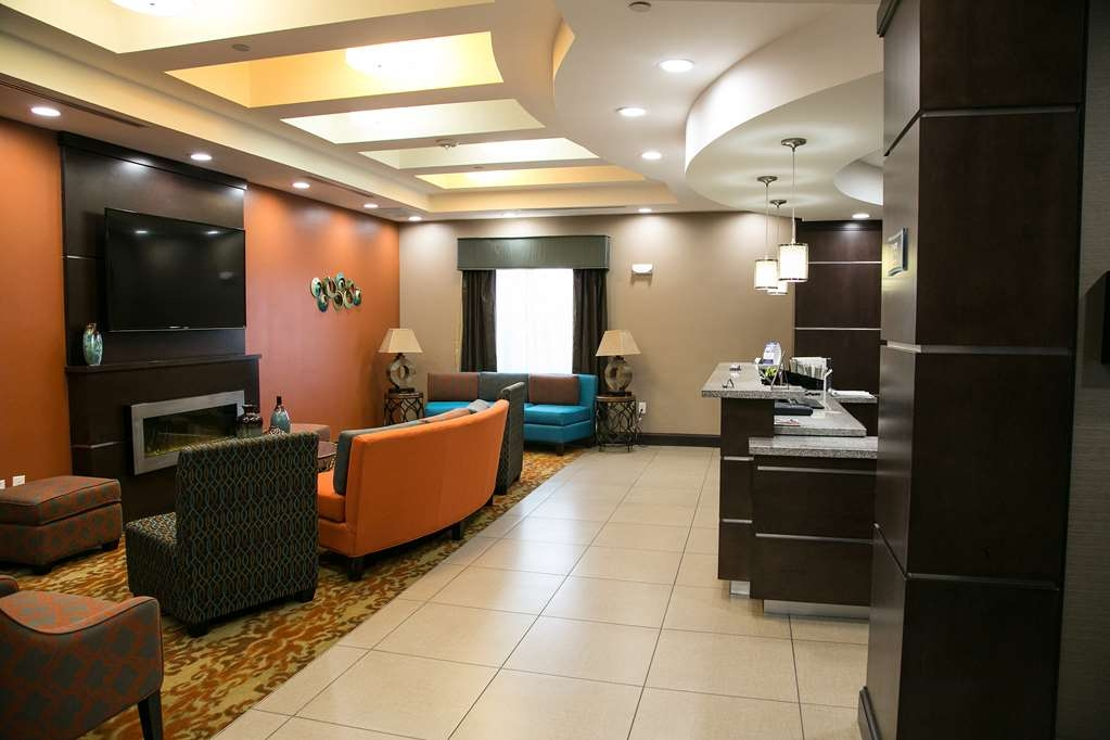 Best Western Plus Longhorn Inn & Suites - First impression are the most important, and our chic lobby is no exception to that rule!