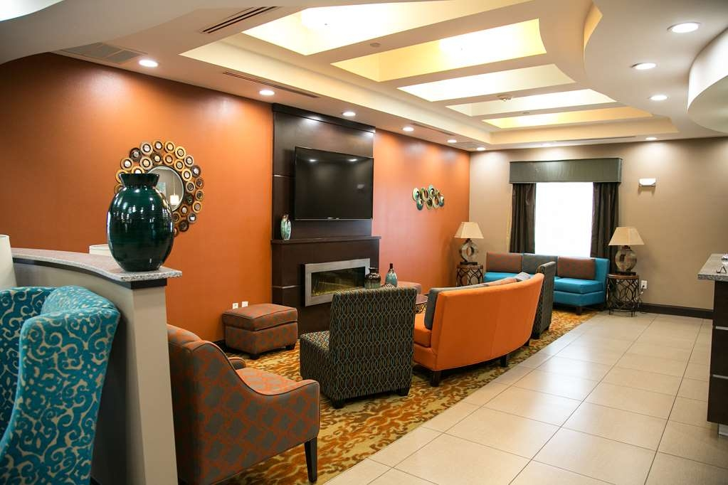 Best Western Plus Longhorn Inn & Suites - Our lobby is the perfect spot to relax after a long day of work or travel.