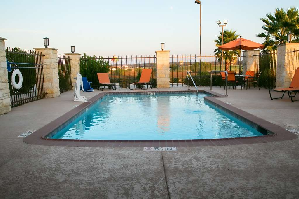 Best Western Plus Longhorn Inn & Suites - Vue de la piscine