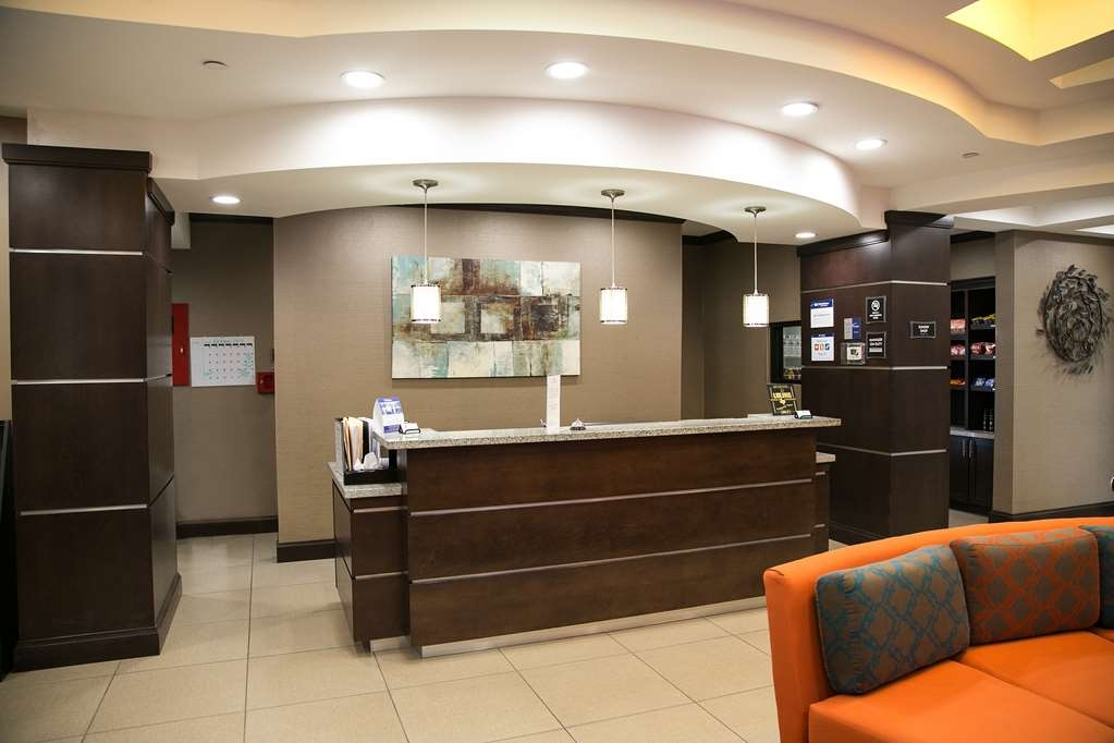 Best Western Plus Longhorn Inn & Suites - We make each guest our top priority, and we won't rest until you're happy.