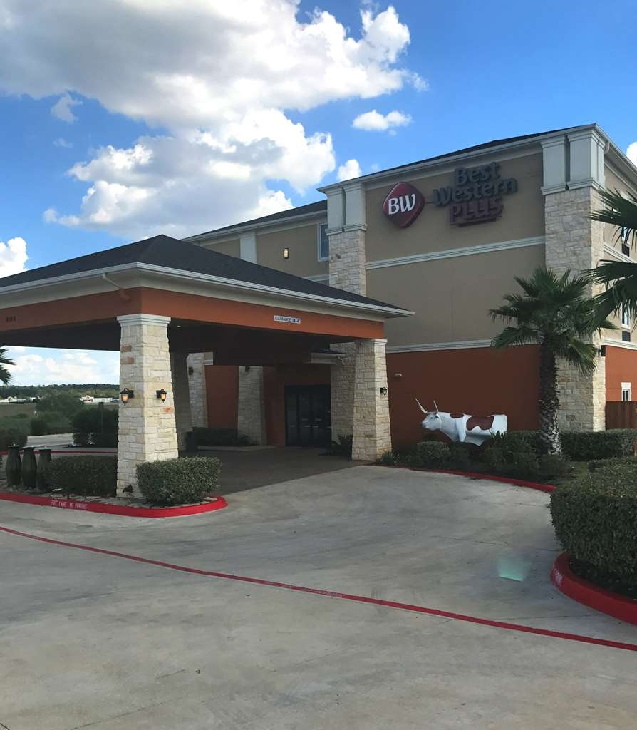 Best Western Plus Longhorn Inn & Suites - Façade