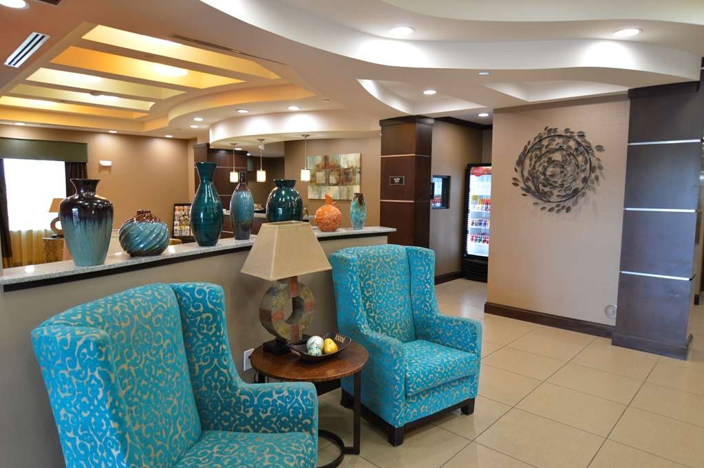 Best Western Plus Longhorn Inn & Suites - Enjoy our many seating areas to relax and take it slow.