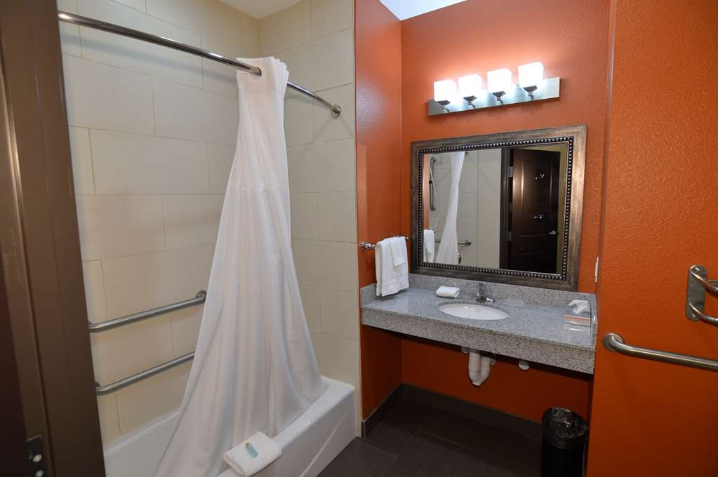 Best Western Plus Longhorn Inn & Suites - We designed our ADA mobility accessible rooms to make our guests with disabilities feel more comfortable.