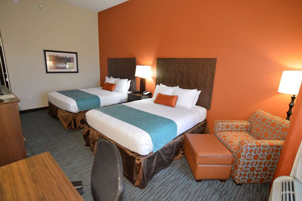 Best Western Plus Longhorn Inn & Suites - If you are traveling with your family or group of friends, opt for our Double Queen room.