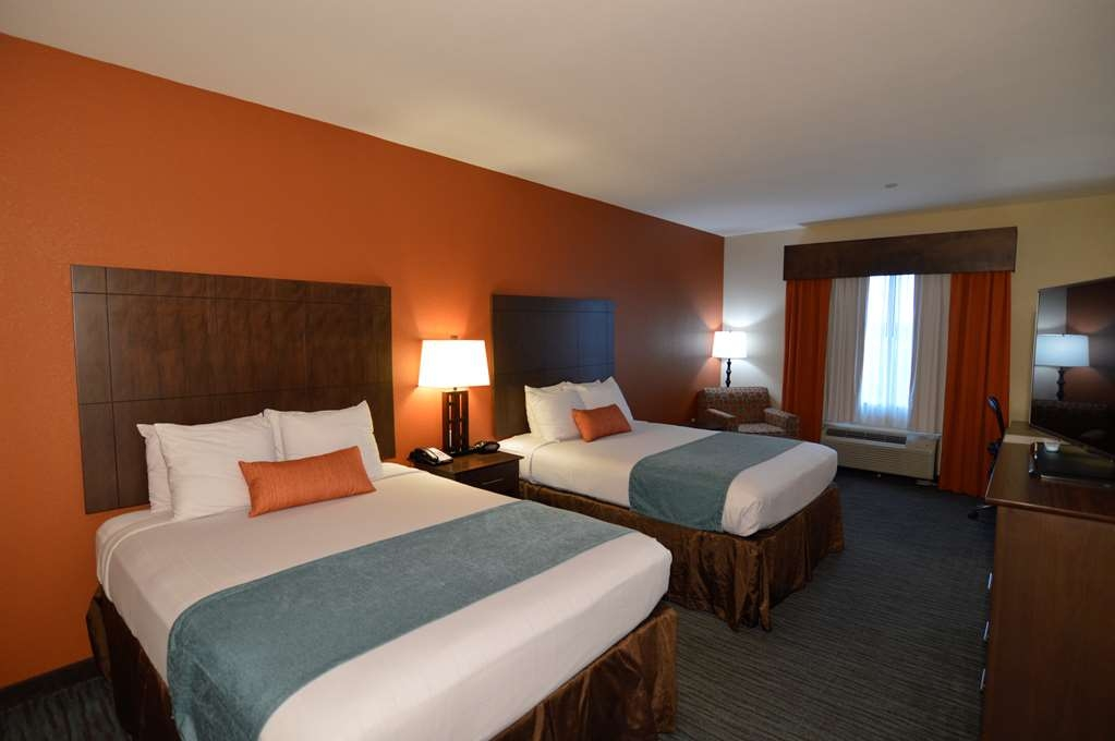 Best Western Plus Longhorn Inn & Suites - Bring the entire family to enjoy our spacious double bed rooms.