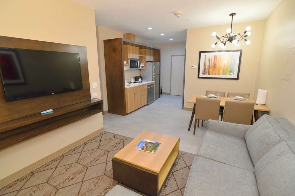 Best Western Plus Executive Residency IH-37 Corpus Christi - King Suite Living Room