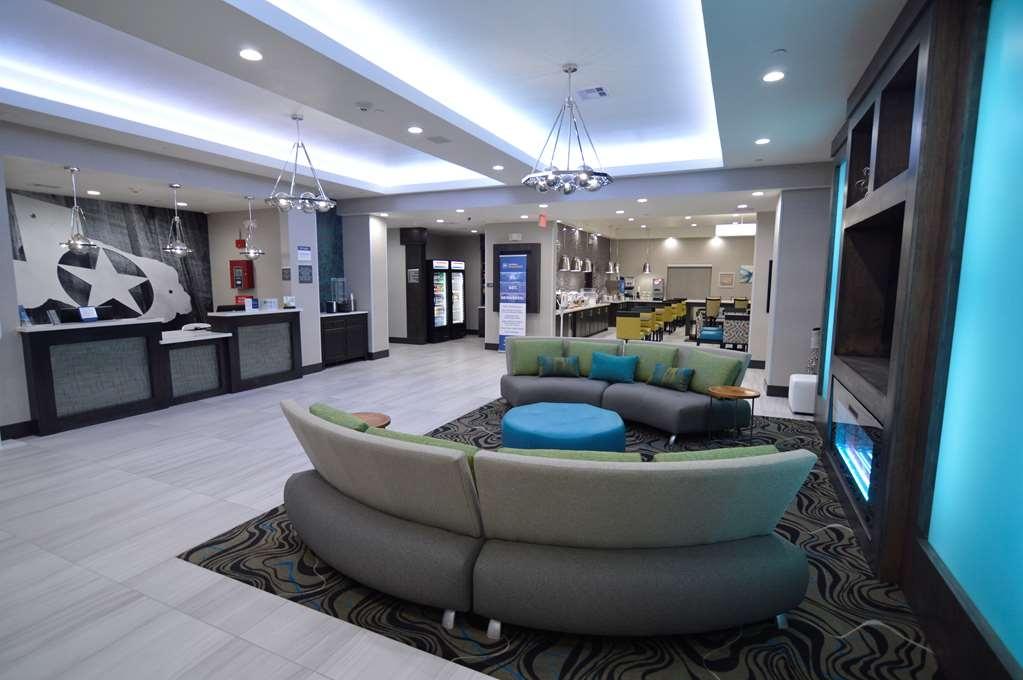 Best Western Plus Waller Hotel - Vista del vestíbulo