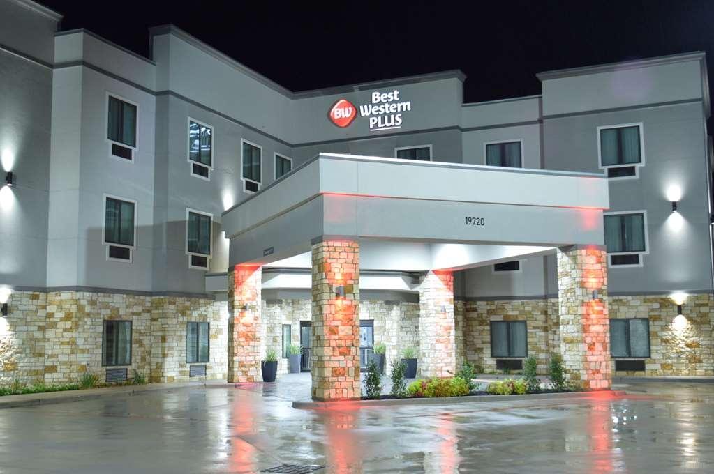 Best Western Plus Waller Hotel - Vista Exterior