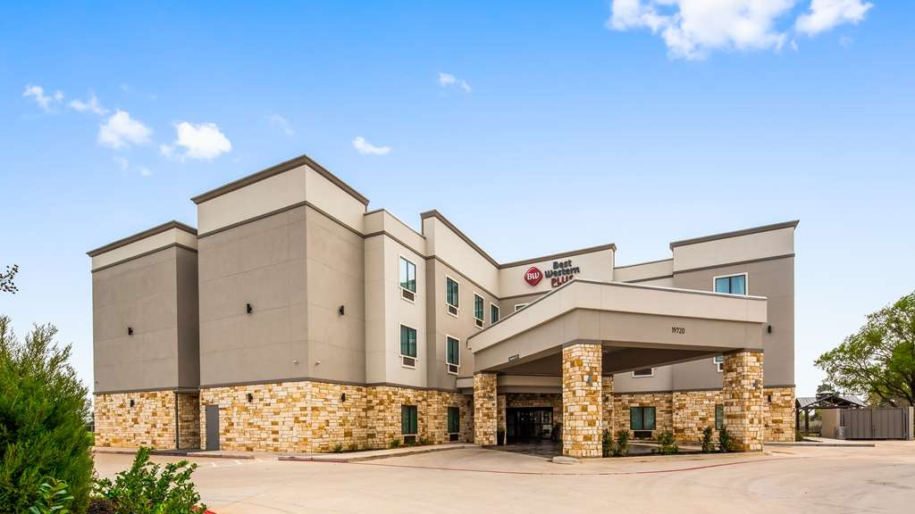 Best Western Plus Waller Hotel - Vista Exterior