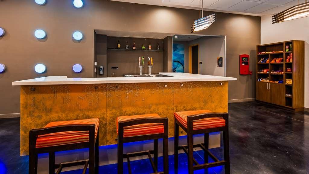 GLo Best Western DeSoto Dallas - Bar/Lounge