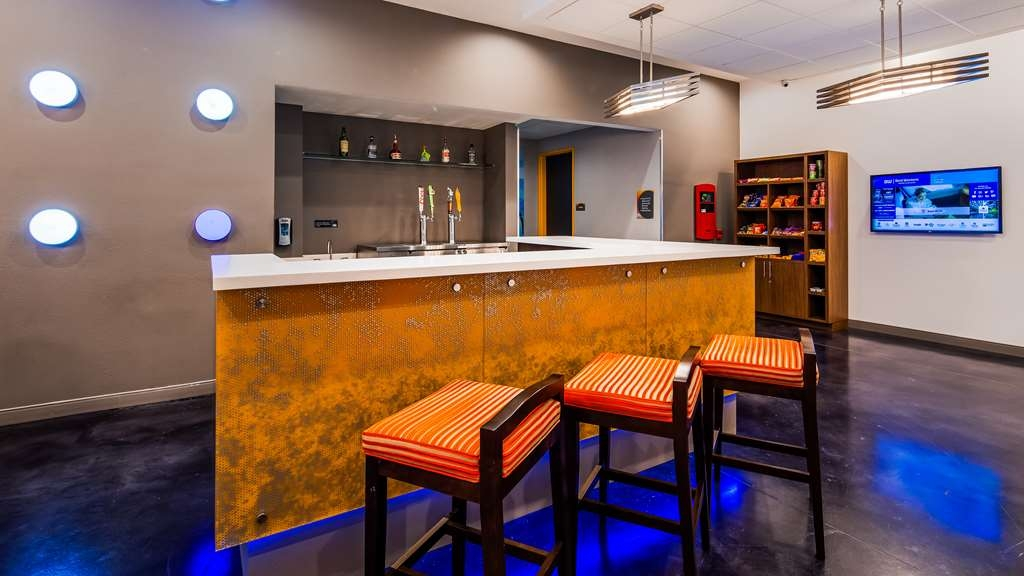 GLo Best Western DeSoto Dallas - Bar/Salón