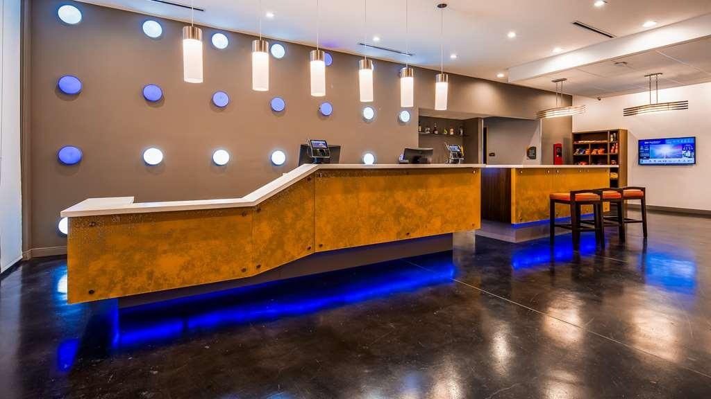 GLo Best Western DeSoto Dallas - Vista del vestíbulo