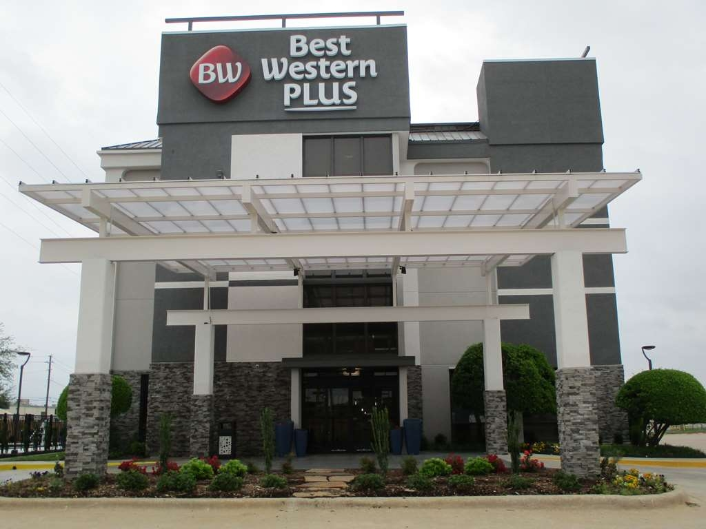 Best Western Plus Dallas I-35 at Walnut Hill - Façade