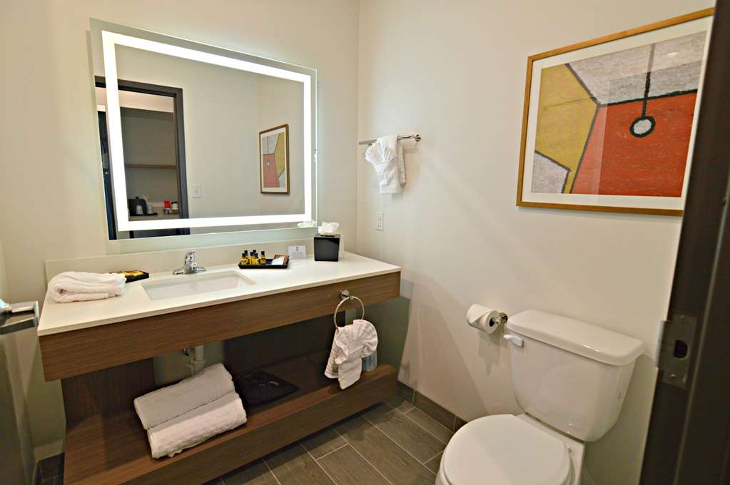 Best Western Plus Executive Residency Austin - From lighted vanities to stylish bathroom amenities enjoy our newly built guest bathrooms.