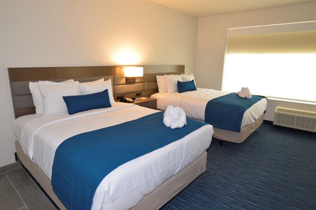 Best Western Plus Executive Residency Austin - Make a reservation in this 2 queen mobility accessible suite featuring a roll in shower and free full breakfast!