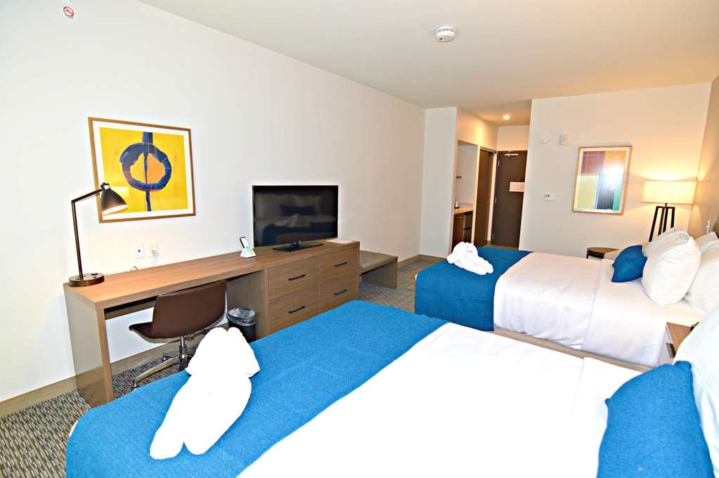 Best Western Plus Executive Residency Austin - Traveling with family? Make a reservation in this 2 queen mobility accessible bedroom.