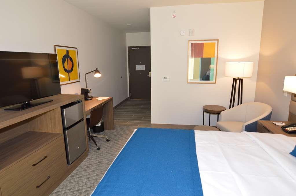 Best Western Plus Executive Residency Austin - This king mobility accessible room offers plenty of space for your accessible needs.