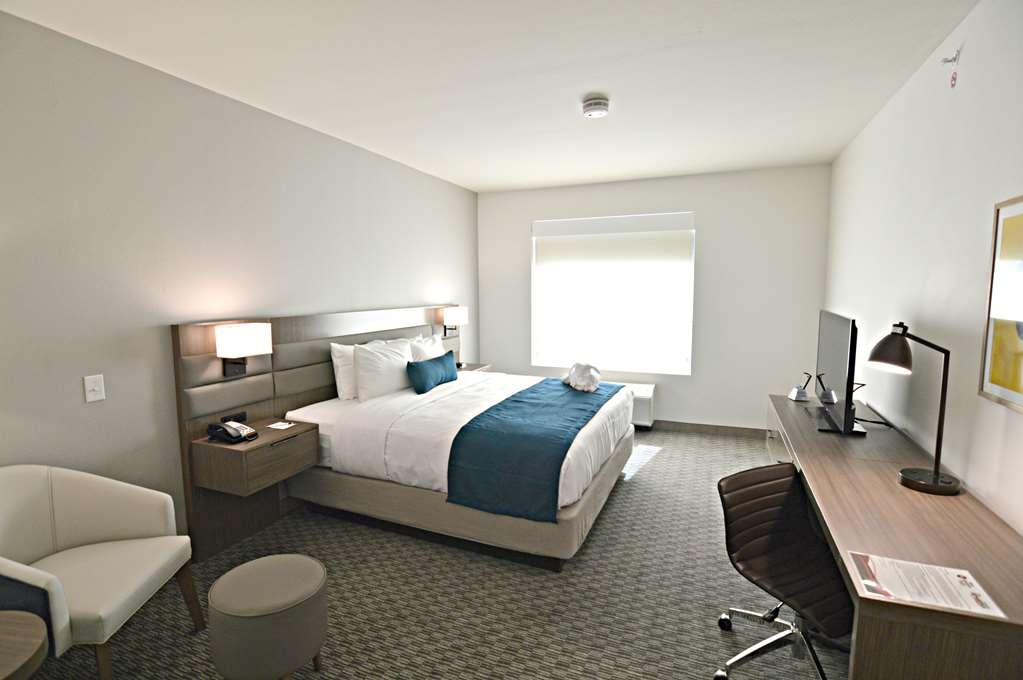 Best Western Plus Executive Residency Austin - Live in true luxury when you book this king junior suite room.