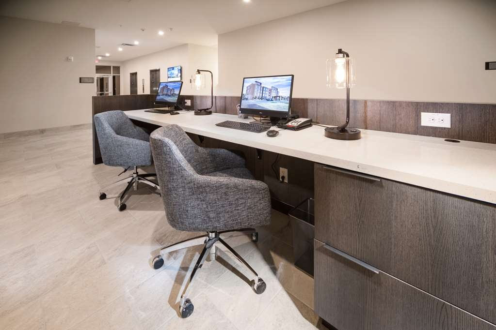 Best Western Plus Executive Residency Austin - Stay productive during your time away from home in our business center.