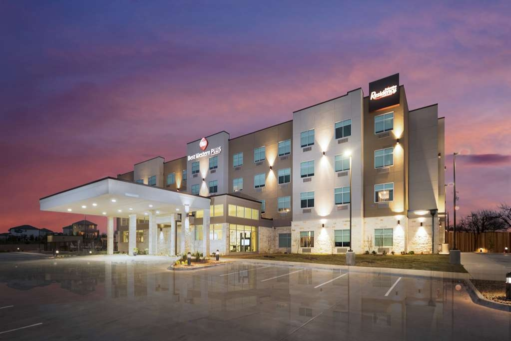 Best Western Plus Executive Residency Austin - Façade