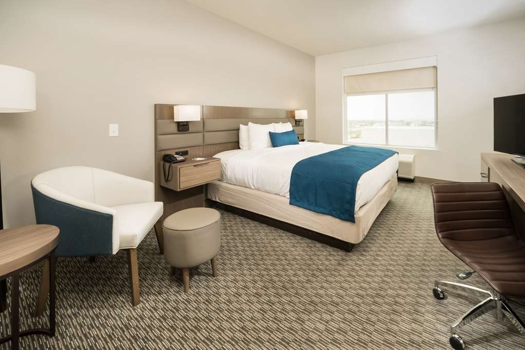 Best Western Plus Executive Residency Austin - Make a reservation in this king mobility accessible bathroom featuring free Wifi and a full hot breakfast!